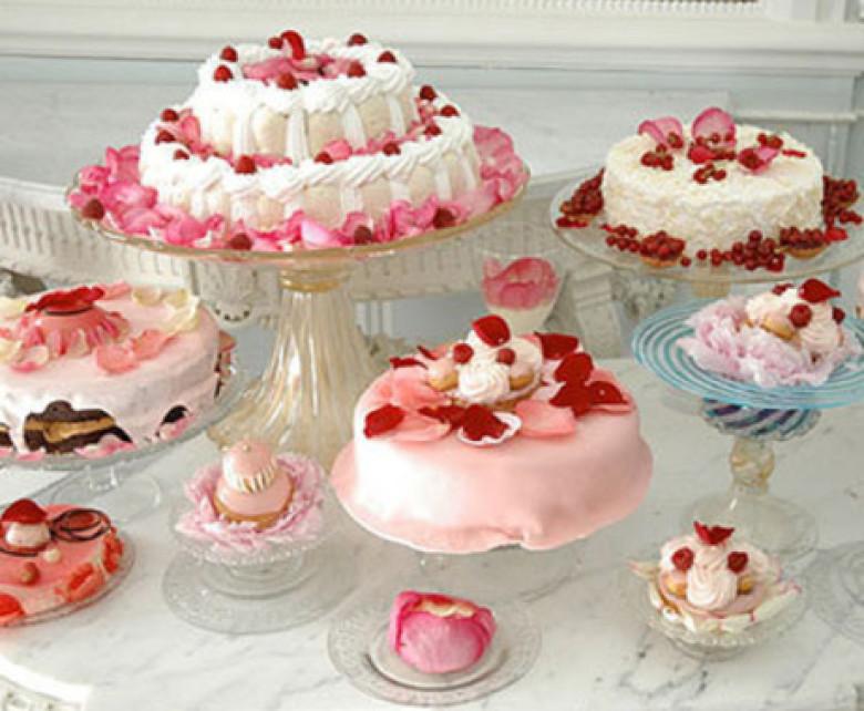 International Cake Day celebration in Baku with free sweets