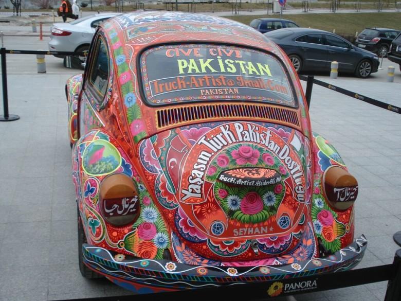 Pak 'truck artist' displays culture of pre-partition Punjab