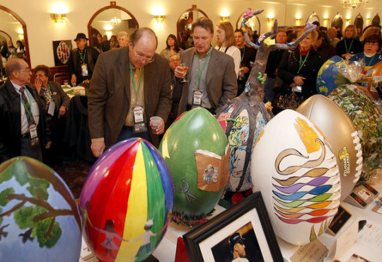 Super Bowl 2014: Rutherford's 'Footballs for Food' pairs Art with Outreach