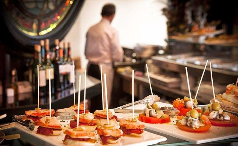 Sun, beach … and gastronomy: Spain leads the European ranking of gastronomic tourism