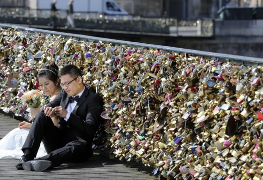 Paris Will Permanently Remove All The Love Locks on Pont Des Arts Bridge
